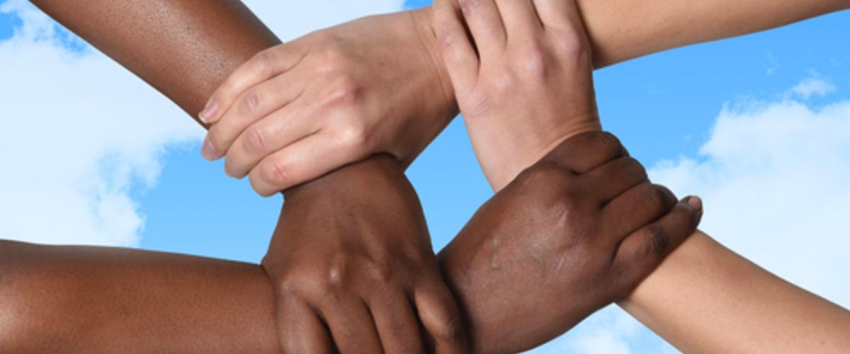 manos inmigrantes ayuda